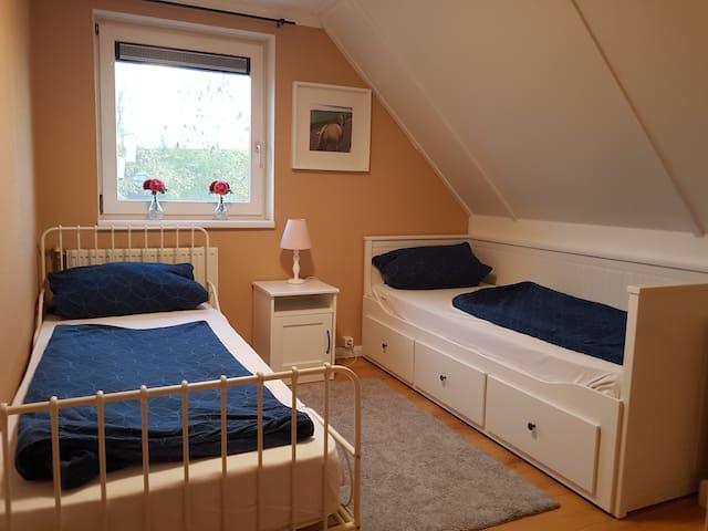 Schlafzimmer 2: 2Betten 80×200