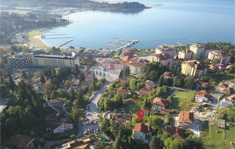 Holiday cottage with 8 bedrooms on 203m² in Portoroz