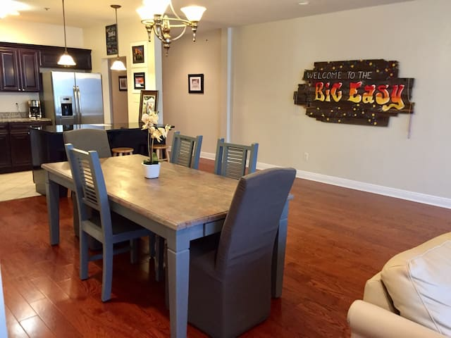 BIG EASY Living in this 4bd Beauty!