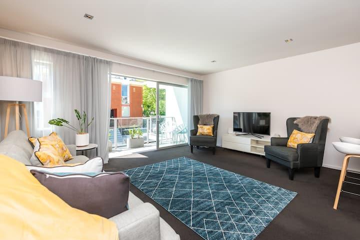 Premium Apartment in CBD - 7 Night special deals