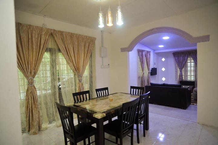 Fully Aircond 4 Rooms Bunglow Homestay Near UMT
