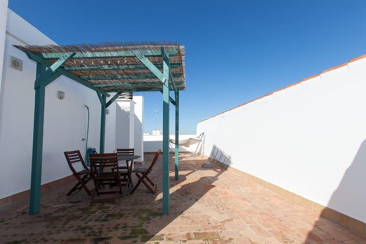 Cosy penthouse in Conil with AC, WIFI & PARKING