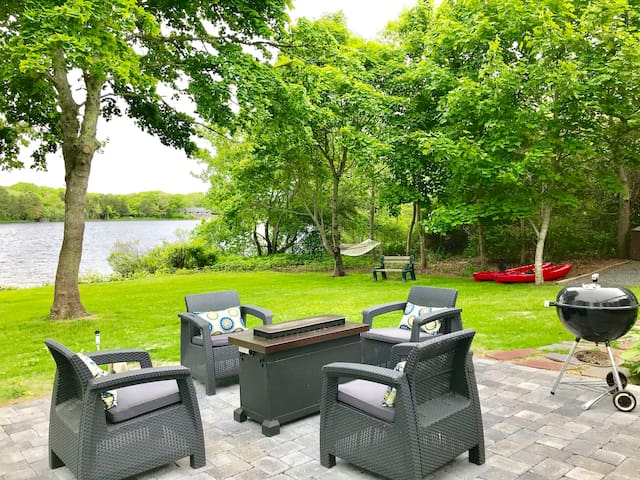 Waterfront*HOTTUB*Firepit*Kayaks*SUPs*PET FRIENDLY