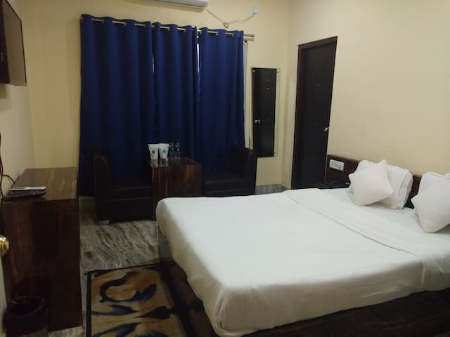 Double room with queen size Bed