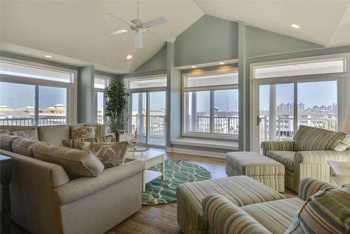 Key Largo 401 - 2600-SqFt Luxury Ocean Block Condo
