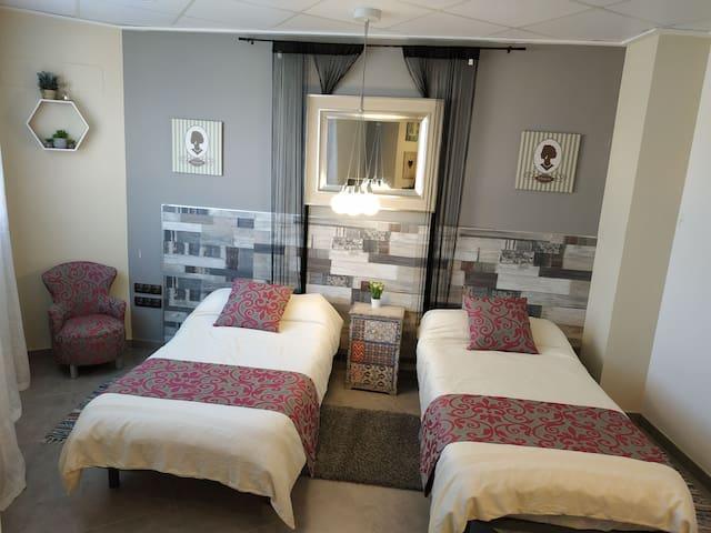 Habitación privada,cocina y baño Compartido