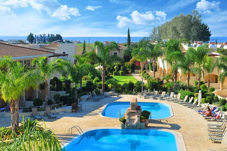 Luxury 2 bedroom apartment in a private resort - Paphos - Apartamento