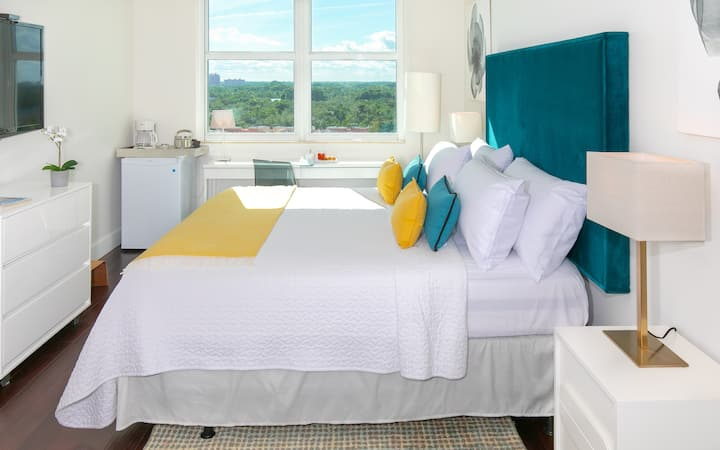 Private, Ocean View, King bed, FREE Park, Pool