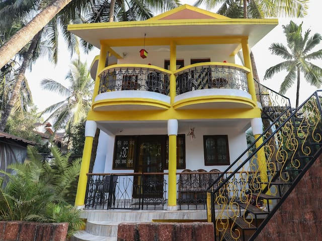 Lowest Price Guaranteed! Standard 1BR Stay in Anjuna, Goa
