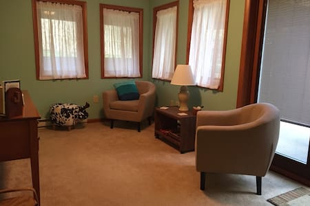 Crabapple Suite - charming & cozy, near Penn State