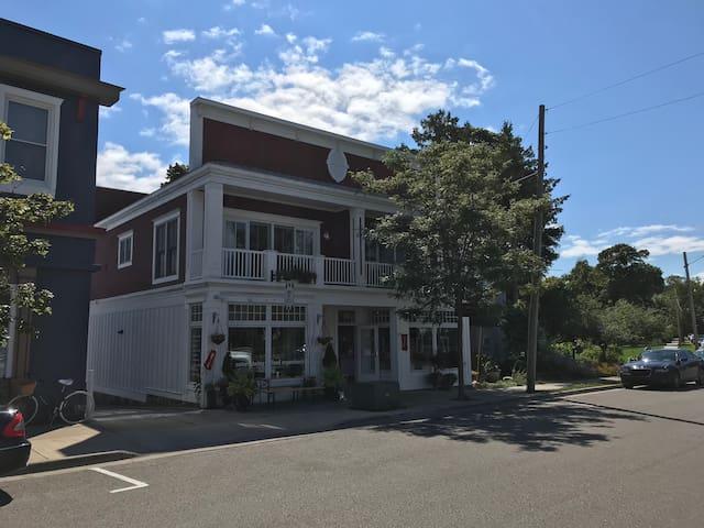 Modern condo downtown Harbor Springs