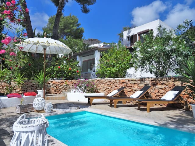 Beautiful villa with pool – 6min walk to the beach