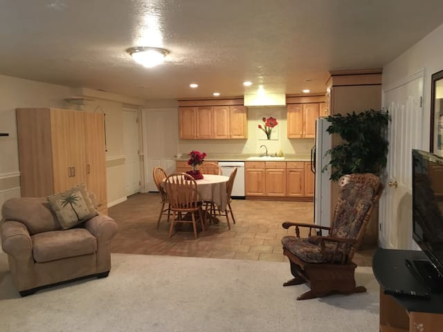 Roomy basement apartment near Thanksgiving Point - Highland - Appartement