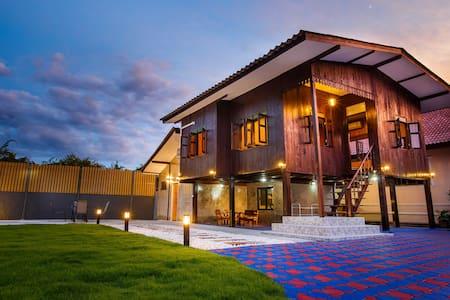 Premier Homestay Villa Lanna - Chiang Mai - Hus
