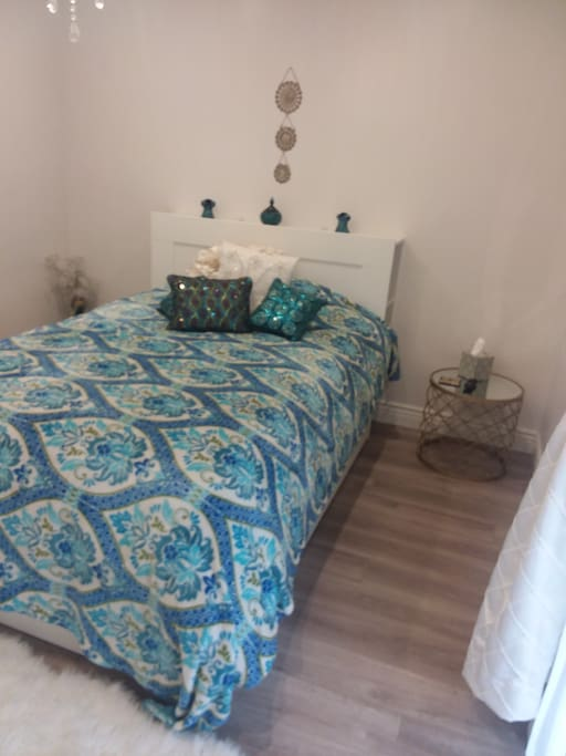 Comfortable full bed with sheets and extra blankets and pillows