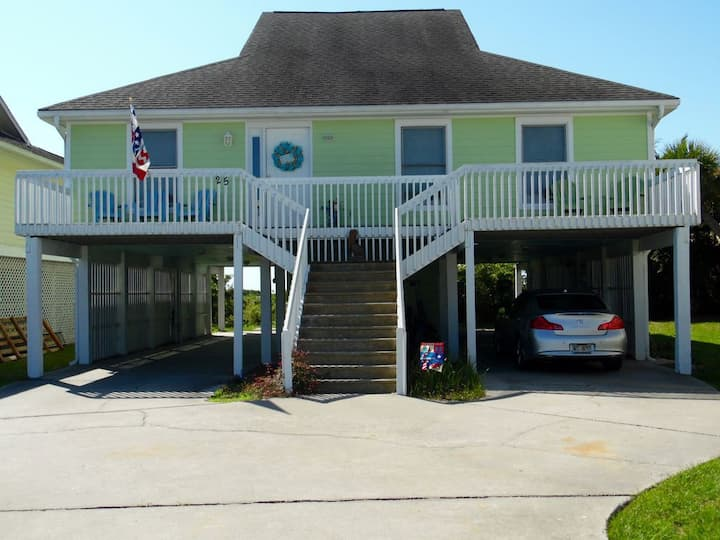 Four-Bedroom House with Great View! Pool Across the Street! Hunting Island Pass!