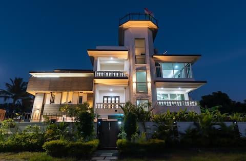 Luxury 3 BR Boutique Villa w/Pool in North Goa