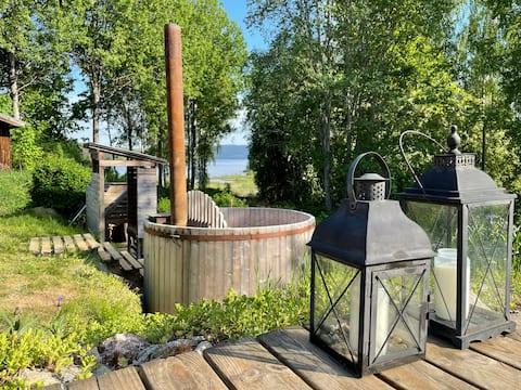 Quiet cottage, with lake views of Bergviken