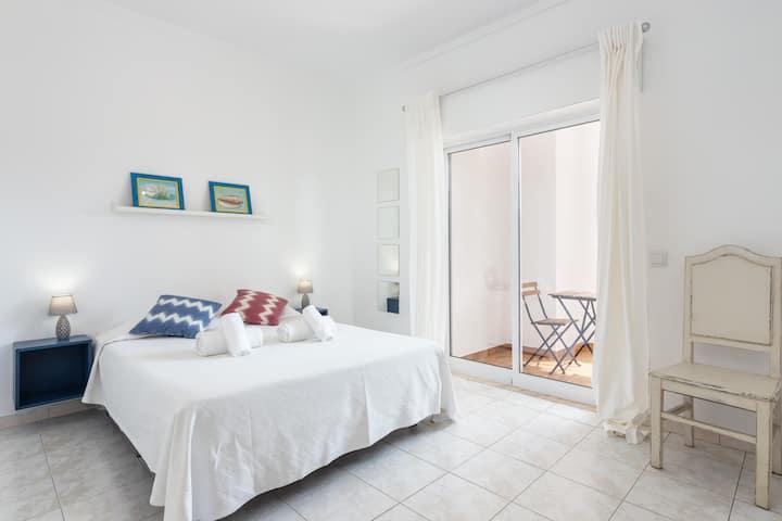 Thaya Room! Exclusivity at Faro Airport & Beach