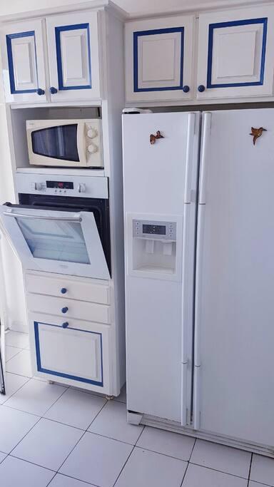 Four pyrolyse + réfrigérateur américain + micro ondes