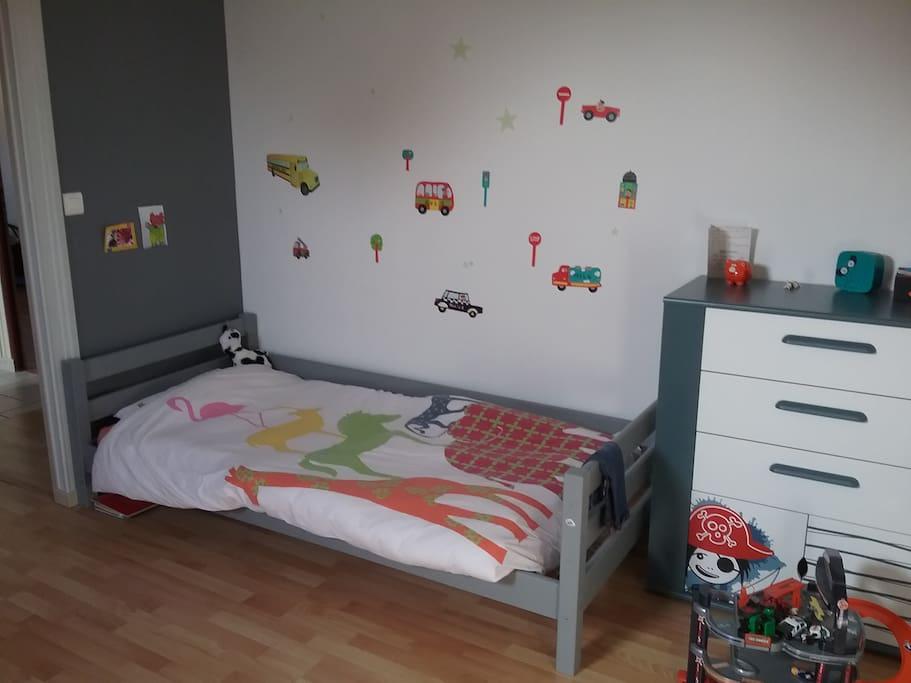 chambre priv e au calme avec deux lits simples chambres d 39 h tes louer bourges centre val. Black Bedroom Furniture Sets. Home Design Ideas