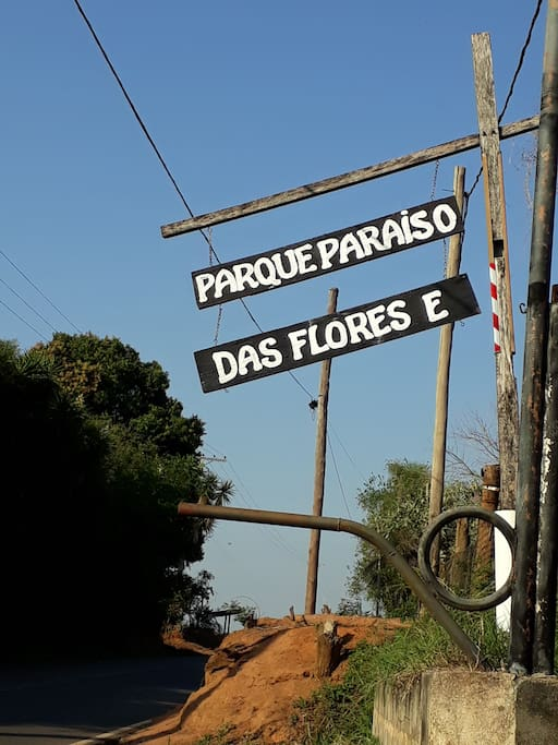 Placa da entrada na Estrada Municipal HBR-020