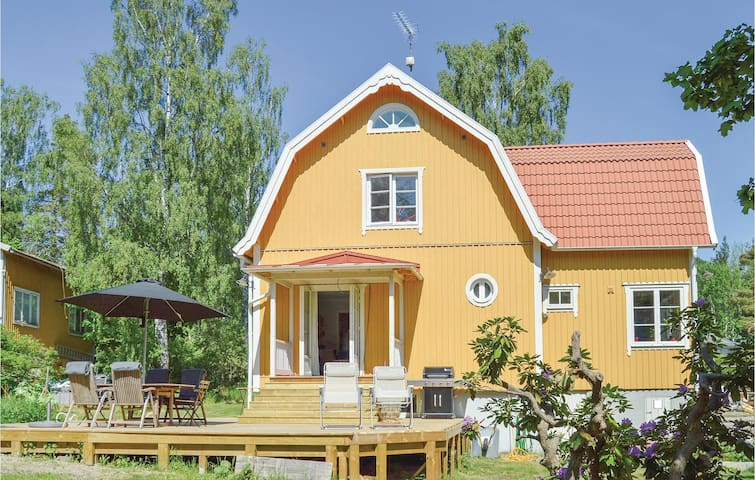 Holiday cottage with 3 bedrooms on 120m² in Saltsjö-Boo