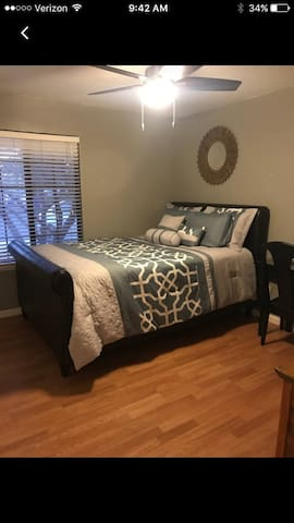 Clean Private Room in a Great Area - Clovis - Casa