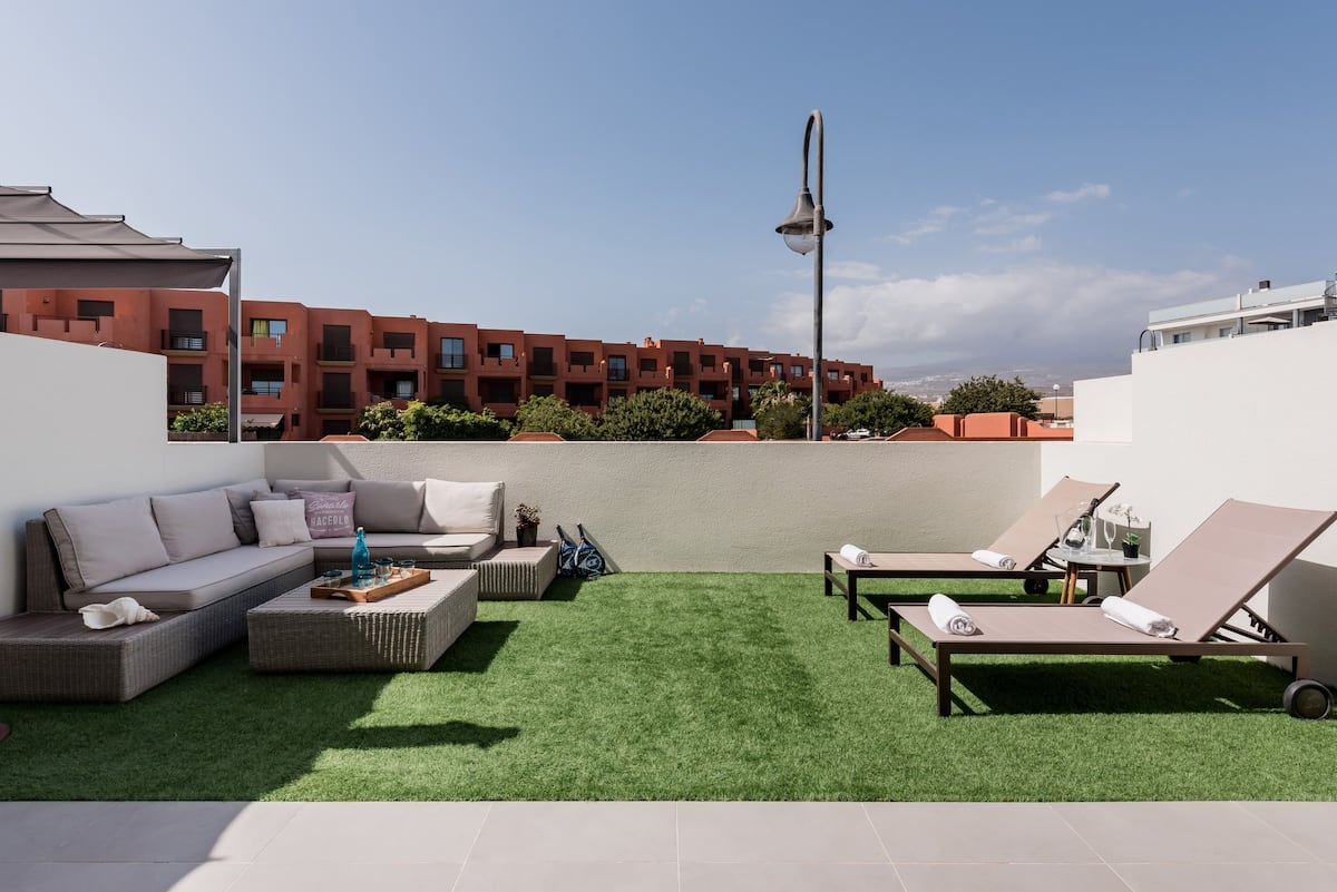 Surfer's Beach Apartment with Backyard Lounge