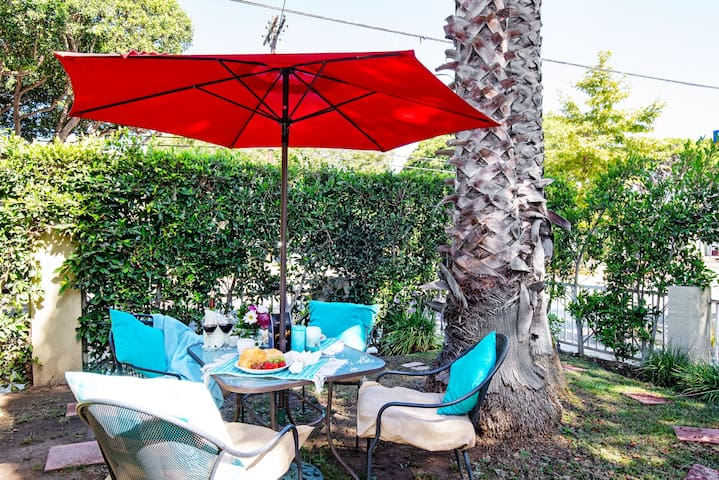 Relax in the garden with snacks and a glass of wine!