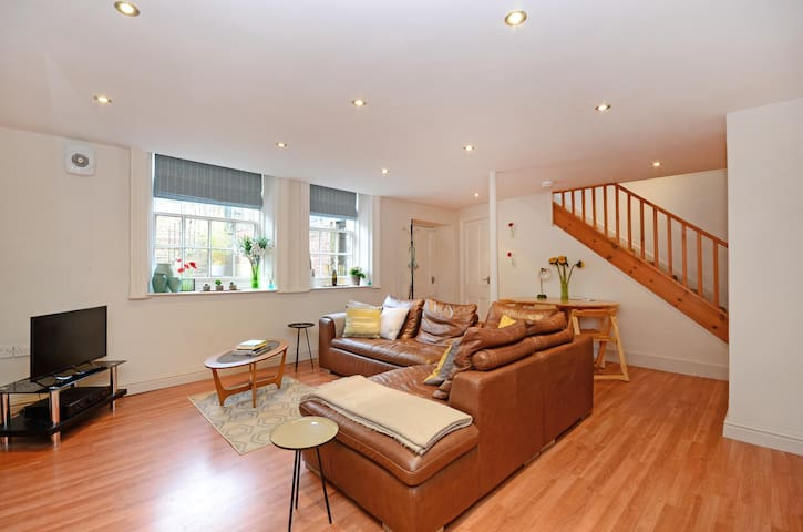 Large 1 Double Bedroom Apartment in Broomhill