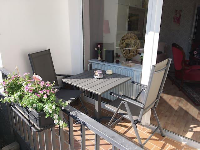 Stilvolle, helle und gemütliche Wohnung mit Balkon
