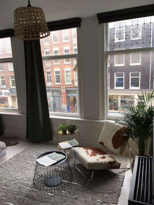 light studio apartment in amsterdam old west. Black Bedroom Furniture Sets. Home Design Ideas