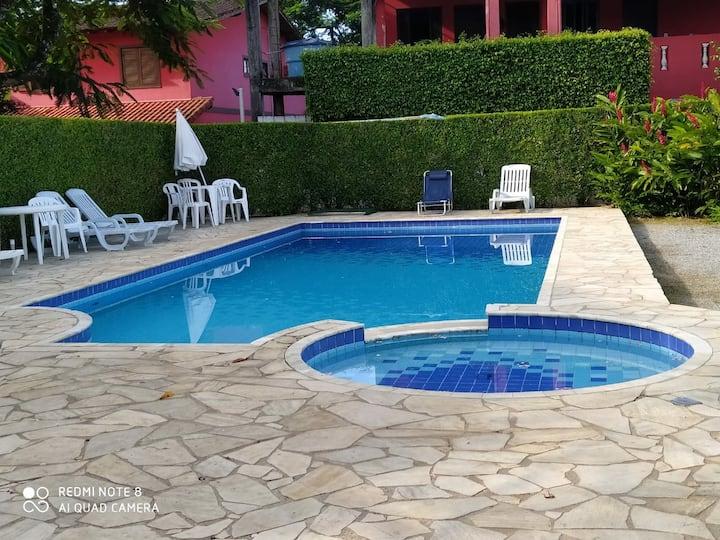 Linda casa em Maresias, em condomínio com piscina