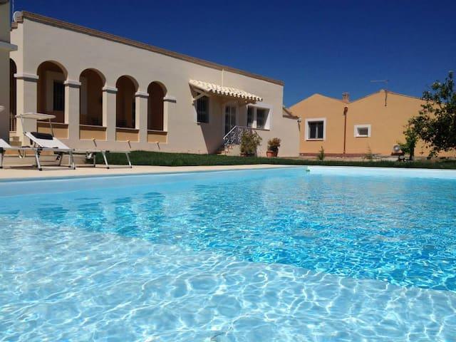 Villetta con piscina - Sant'Isidoro - วิลล่า