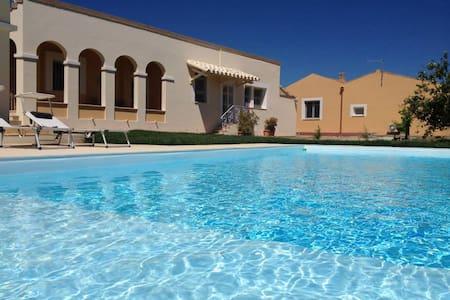 Villetta con piscina - Sant'Isidoro