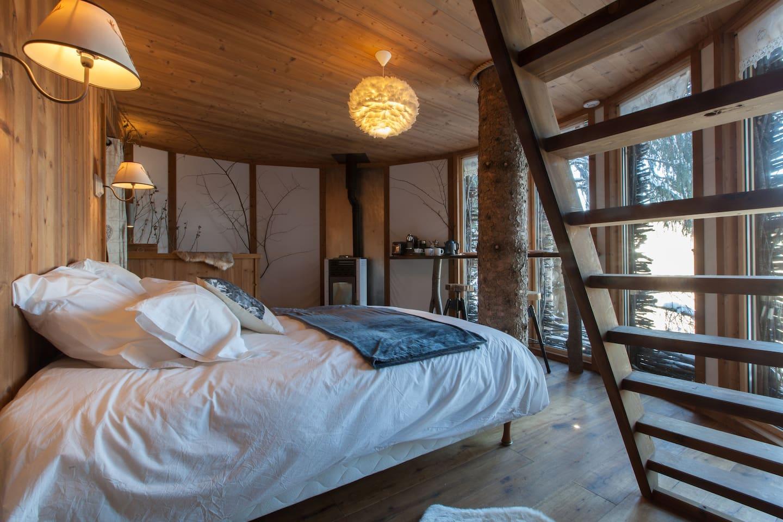 La chambre avec vue sur le Mont-Blanc et sur le petit village montagnard de Chaucisse