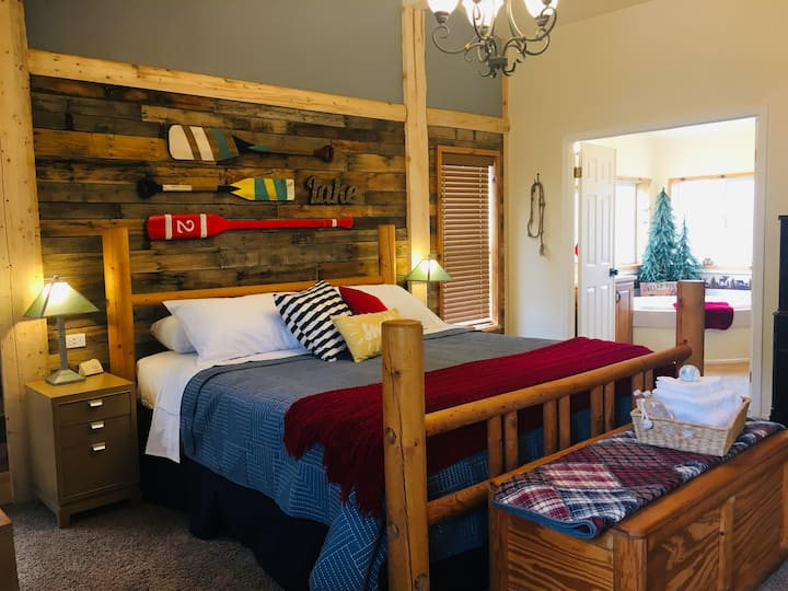 Red Canoe Hideaway-Themed Bedrooms-Mtn Views-wifi