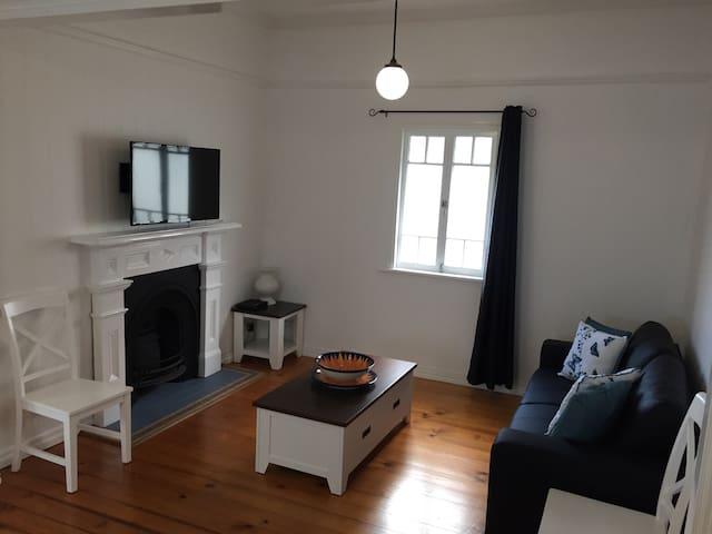 Brilliant 3 Bed House Close to CBD - Kangaroo Point - House