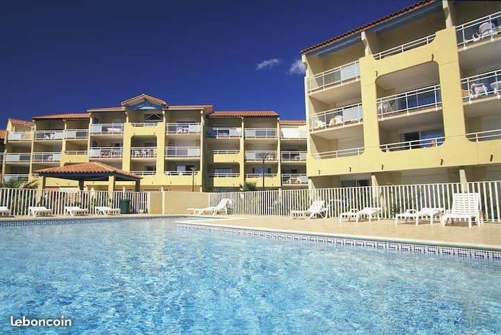 Appartement face à la mer, piscine et parking