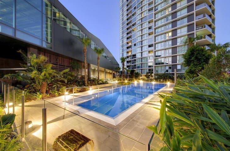 Close to Airport & CBD + Pool + Air-Con. + WiFi