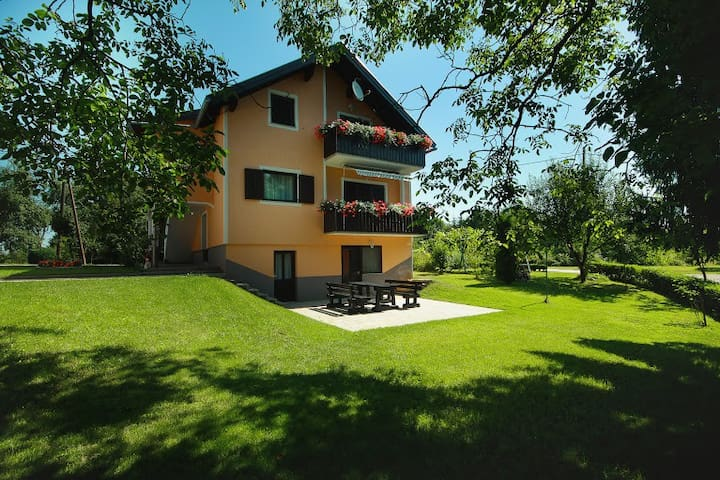 Countryside Apartment - Rakovica - Lägenhet