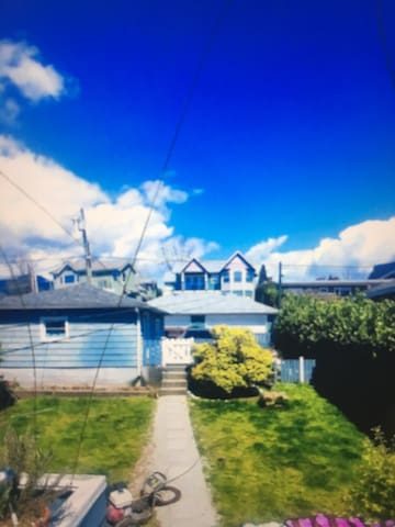 North Vancouver Beauty ***  PERFECt  LOCATION