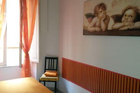 Camera Confortevole vicino San Giovanni e Colosseo - Roma - Bed & Breakfast