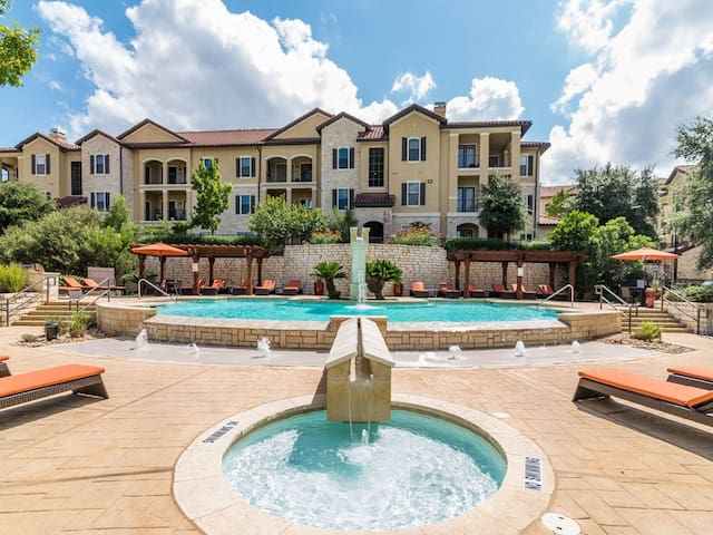 1 Bedroom Apt in Gated Community in Great Location
