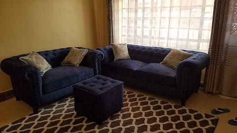 Beautiful 2 bedroom apartment, fully furnished, master ensuite, free parking!!