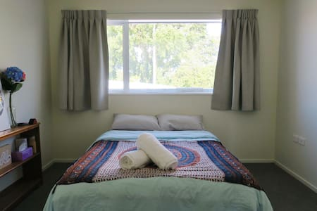 AFFORDABLE COSY BRIGHT ROOM NEAR CITYCENTRE! - Christchurch - Daire