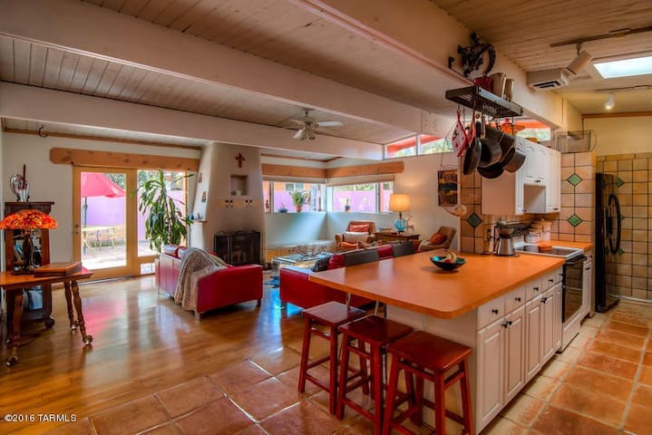 Mid-Century Gem in the Desert