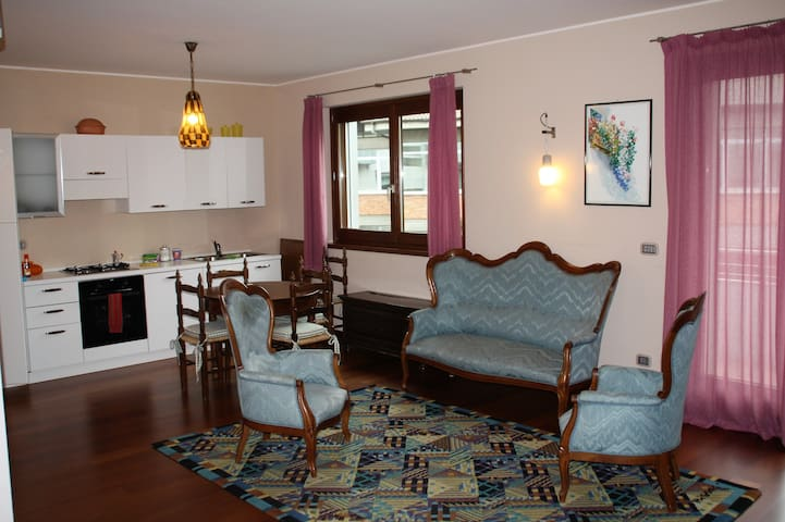 monolocale in casa signorile, tranquillo, centrale - Cuneo - Leilighet