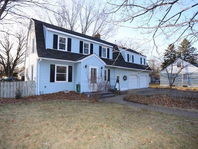 Dale House - Roseville - House